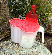 na01 Nectar Aid hummingbird food mixing container